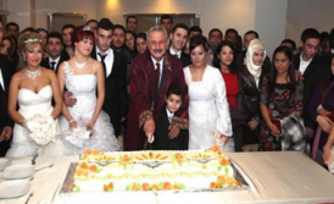 Karabağlar'da 54 Çifte Toplu Nikah