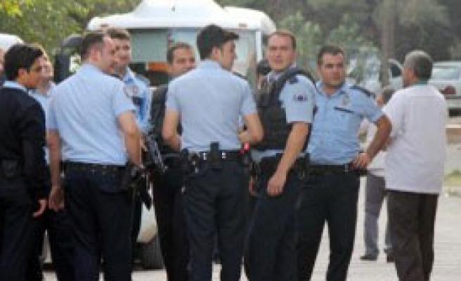 Polis Eşinin Tabancasıyla İntihara Kalkıştı