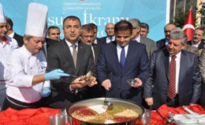 Cumhurbaşkanlığı'ndan İzmir'de Aşure İkramı