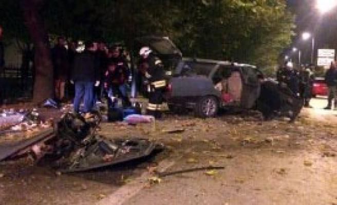 Otomobil Ağaca Çaptı: 6 Yaralı