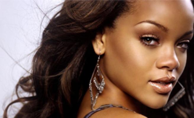 Rihanna Hastaneye Kaldırıldı!