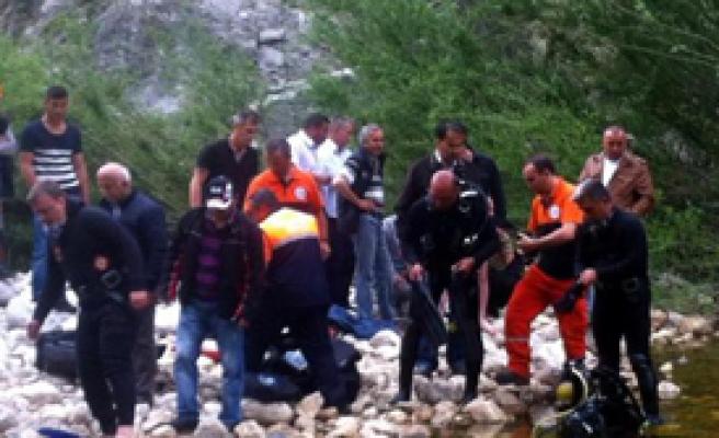 Olta Atarken Baraja Düşen Genç Boğuldu