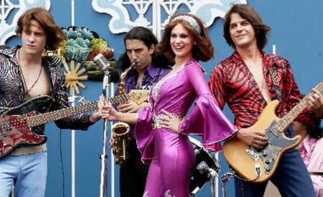 Ayperi'ye 6 Şarkı İçin Eğitim