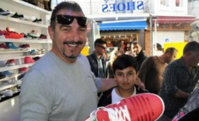 10 Liraya Ayakkabı İzdihamı