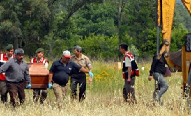 İzinsiz Gömüldü Diye Mezarından Çıkarıldı