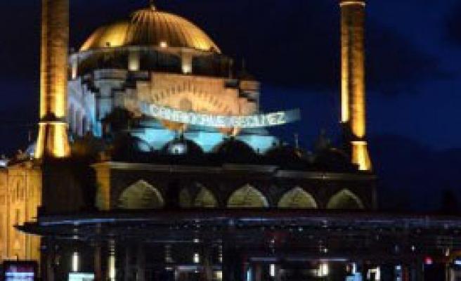 Camiye 'çanakkale Geçilmez' Mahyası