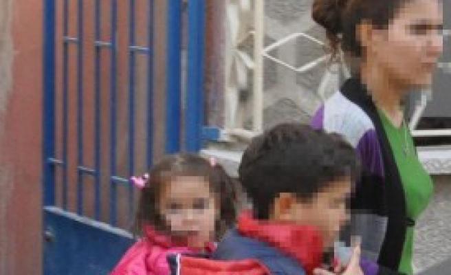 Kocasına Kızdı, Çocuklarını Rehin Aldı