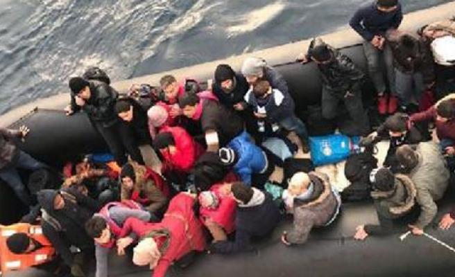 Dikili açıklarında 64 kaçak yakalandı