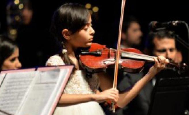Çocuk Sanatçılardan  23 Nisan Konseri