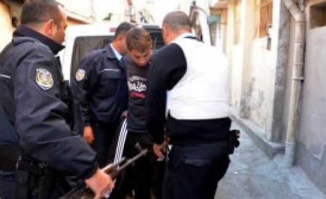 Polisi Görünce Teslim Oldu