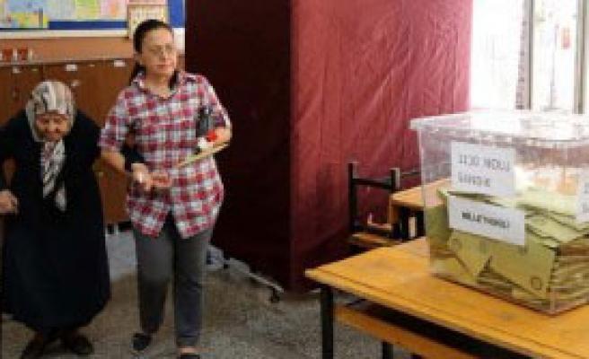 Mersin'de Seçmen Sandığa Koştu
