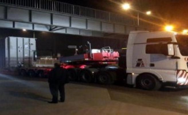 78 Tekerlekli Araç Üst Geçide Takıldı