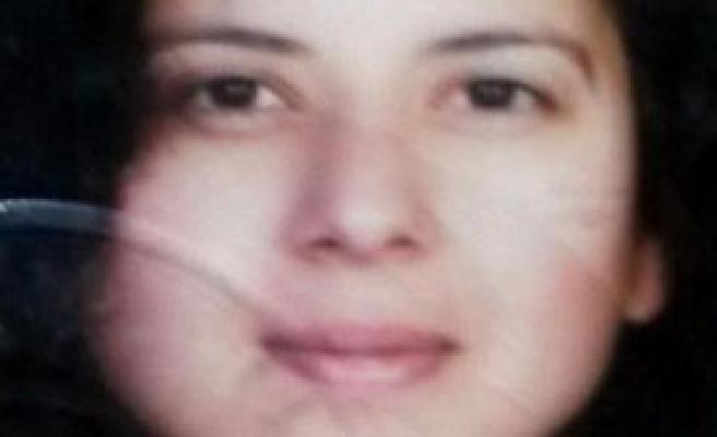Takla Atan Otomobilde Sıkışan Kadın Sürücü Öldü