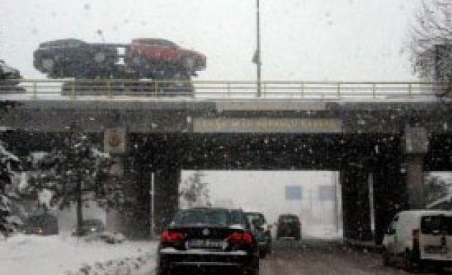 Konya'da Kar Yağışı Hayatı Felç Etti