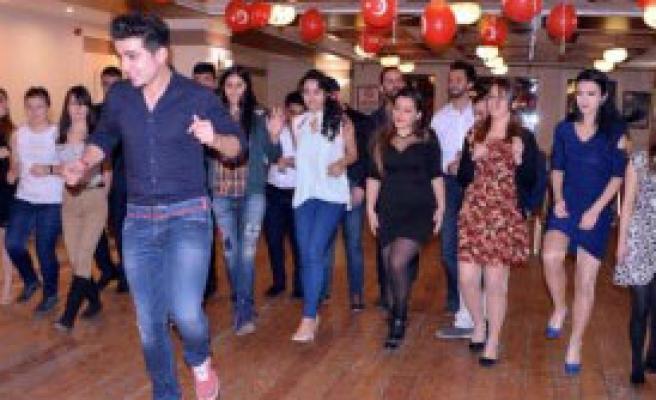 Yabancı Gençler İçin Türk Gecesi