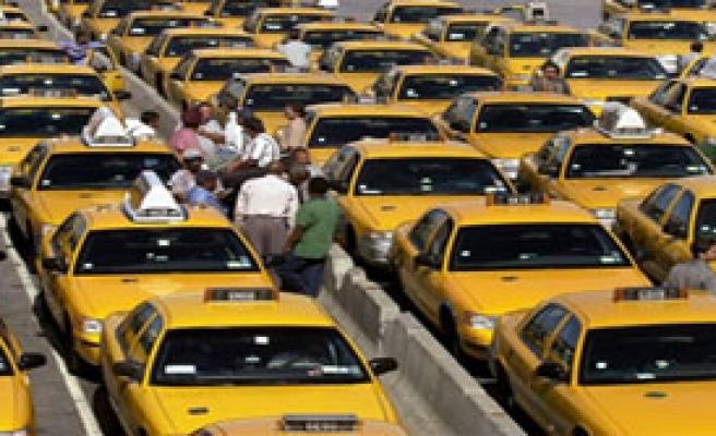 Her Metro Çıkışına Taksi Durağı