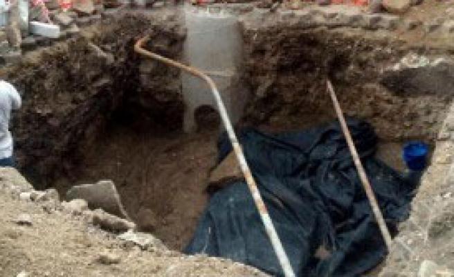 2 Bin 100 Yıllık Mezarlar Bulundu