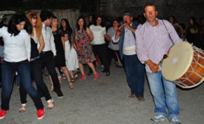Sokak Düğünlerine Yasak Kalktı