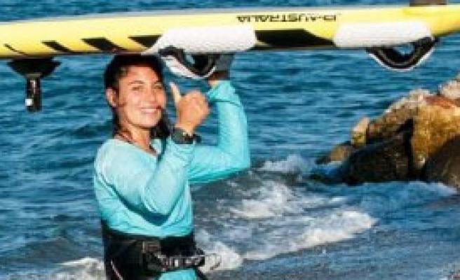 İzmirli Sörfçü Dilara'ya Durmak Yasak