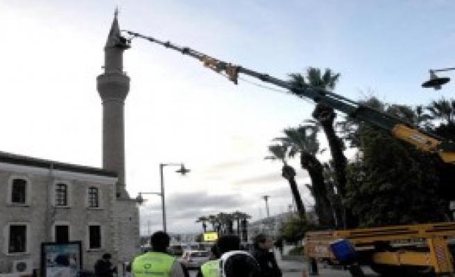 85 Yaşında 30 Metrede Minare Tamir Etti