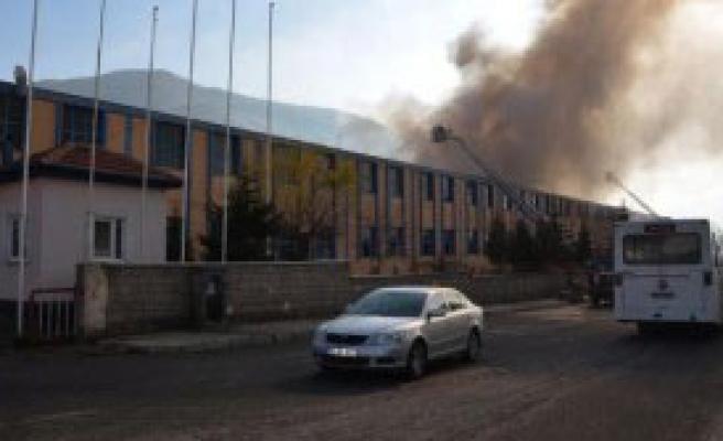 Kayseri´de Mobilya Fabrikasında Yangın