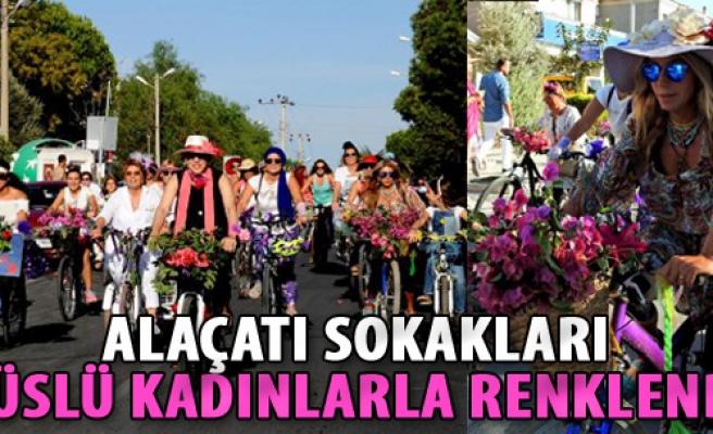 Alaçatı Sokakları Süslü Kadınlarla Renklendi