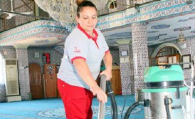 Bayraklı'da Camiler Ramazana Hazır