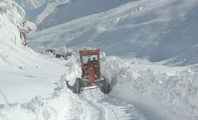 Doğu İllerinde Kar Mücadelesi