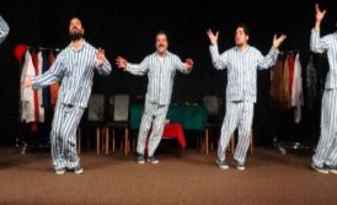 'Pijamalı Adamlar' Güldürdü