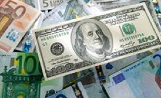 Euro, Dolar Karşısında Eriyor
