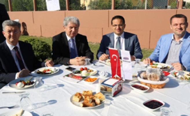 'Hedefimiz Türkiye'de Liderlik'