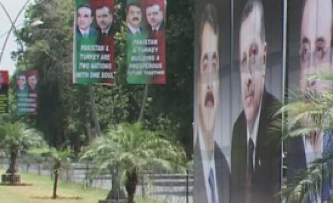 Pakistan'da Yer Gök Erdoğan