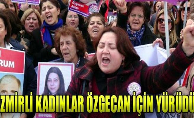İzmir Adliyesi'nde Özgecan Eylemi