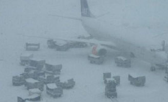 Kar Yağışı Havaalanı Kapattırdı