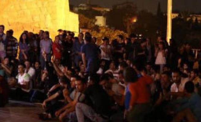 Antalya'daki Eylemde Türk Bayrağı Yakıldı