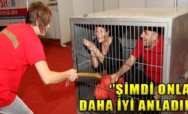 Tasma Takıp,Kafese Kapattılar!