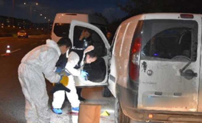 Aracında ağır yaralı bulundu