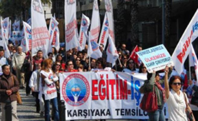 İzmir'de Öğretmenlerden Tepki