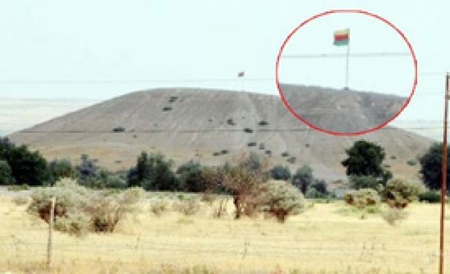 Suriye Sınırına PKK Bayrağı