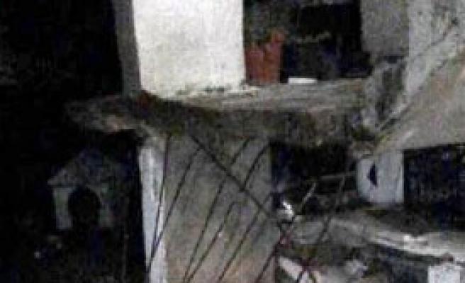 Evine Çıkarken Merdiven Çöktü