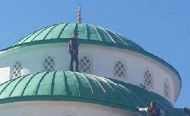 Cami Kubbesinde İntihar Girişimi