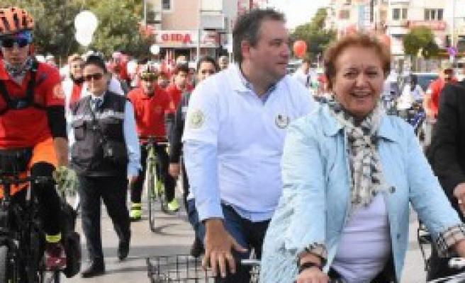 Gazeteciler Cumhuriyet'e Pedal Çevirdi