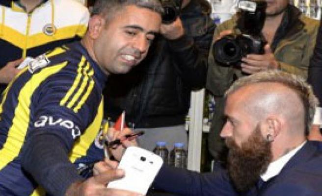 Fenerbahçeli Futbolcular Adana Fenerium'da İmza Verdi
