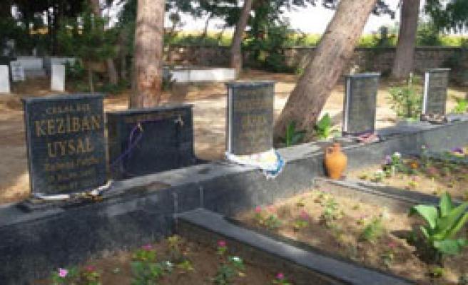 Tarım İşçilerine Yas Mezarı