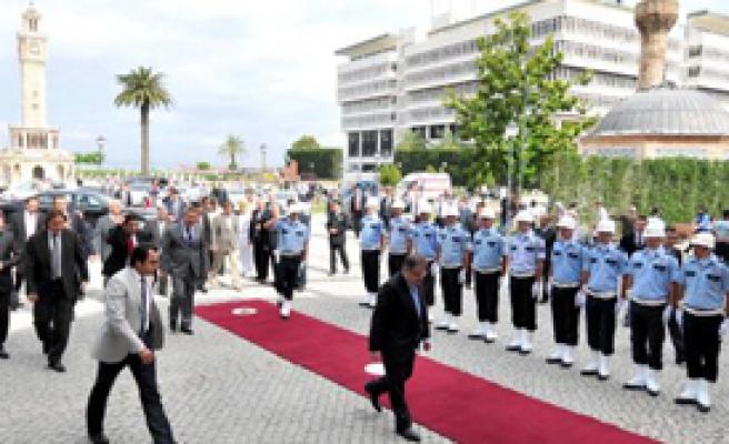 Şahin, İzmir'de Kent Güvenliği Sistemini Açtı