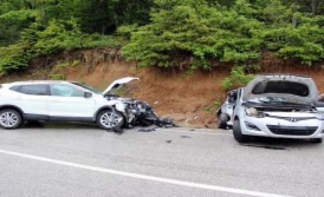 Cip Ve Otomobil Çarpıştı: 4 Yaralı