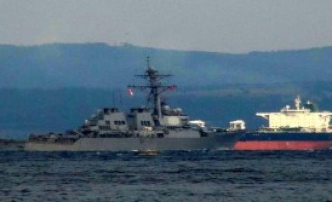 'USS Cole' Çanakkale'den Geçti