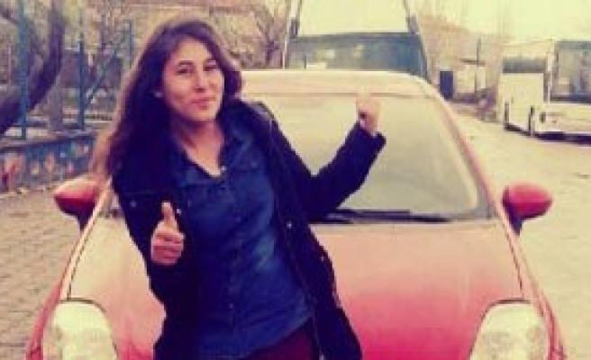 Kızını Öldürüp Oğlunu Yaralayan Anne Tutuklandı