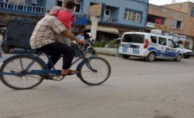 Adana Sokaklarında Tehlikeli Yolculuk