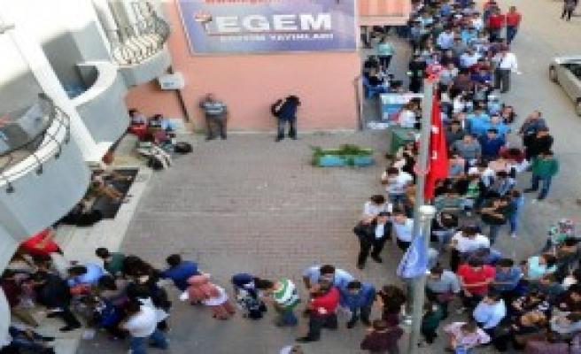 Adana'da AÖF Kayıt Kuyruğu